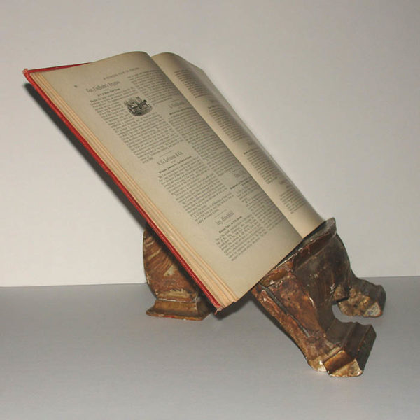 Shell Form Book Stand