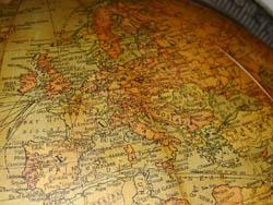 Replogle 12-Inch Terrestrial Floor Globe, detail